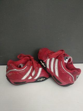 Zapatillas Adidas niño. Talla 21.