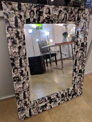 Espejo 95x75 tapizado con marco estampado