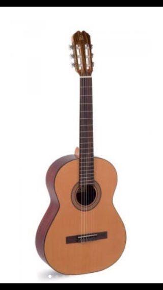 GUITARRA ADMIRA PALOMA + accesorios de guitarra