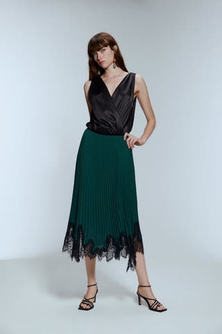 Falda plisada.