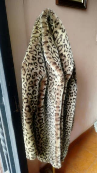 Abrigo leopardo piel sintetica talla L