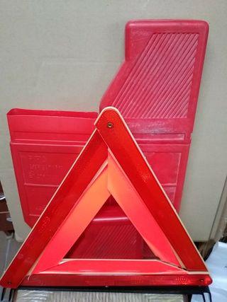 2 triangulos coche