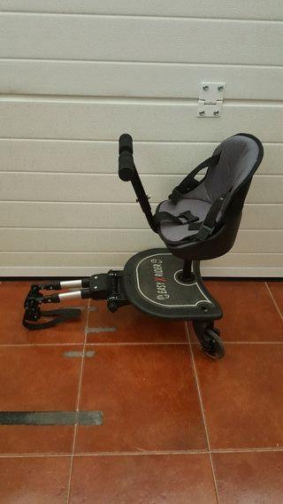 Asiento y patinete adaptable a carrito de bebé