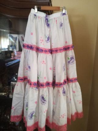 Falda de flamenca rociera