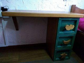 Dormitorio infantil de madera maciza.