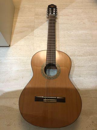 Guitarra española Alhambra en perfecto estado