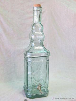 Botella de cristal grande con grifo