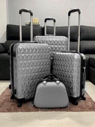Conjunto de cuatro maletas nuevas metalizadas