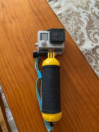 GoPro hero 4 con caja, accesorios y demás