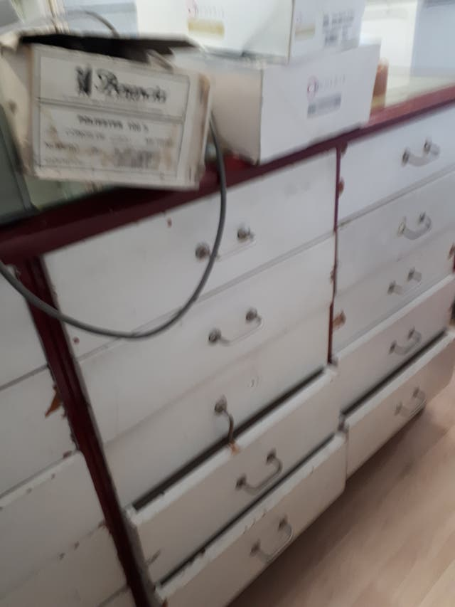 mueble mostrador con cajones URGE VENDER