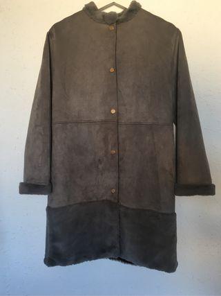Abrigo piel sintética color gris