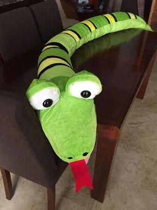 Serpiente de peluche gigante