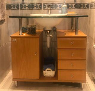 Mueble de baño con estante