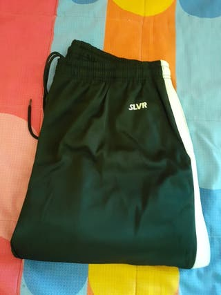 pantalón de chándal color negro