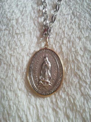 Cadena con medalla plata con borde de oro