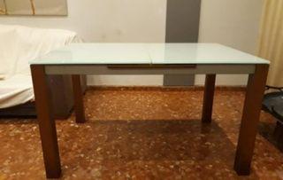 Mesa de comedor de cristal y madera