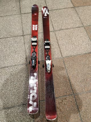 esquís volk mantra con fijaciones