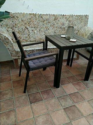 Conjunto de jardín , mesa y dos sillas