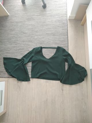camiseta verde con volantes
