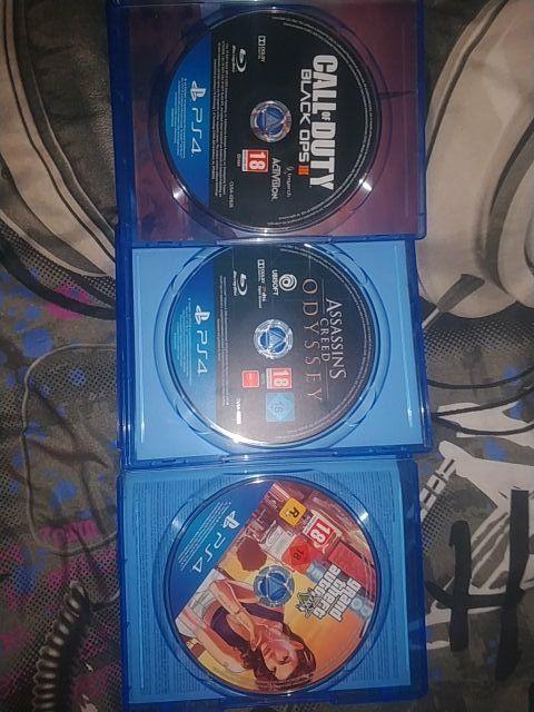 Juegos PS4 (GTA V, BO3 y ASSASSINS CREED ODYSSEY)