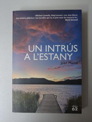 Llibre català (libro): Un intrús a l'estany