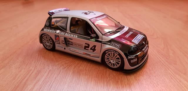 Renault clio V6 Universal Hobbies