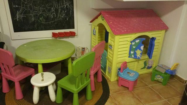 mesa + sillas + casita