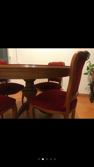 Mesa antigua de madera y juego de sillas