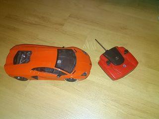 Ferrari teledirigido. Con luces delanteras y trase