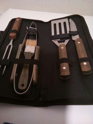 Maletín con utensilios para barbacoa