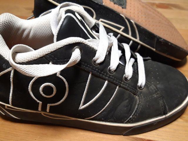 Zapatillas con ruedas.