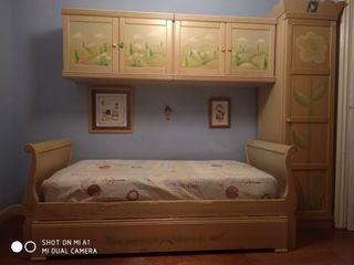 Dormitorio juvenil de madera decorada.Gran calidad