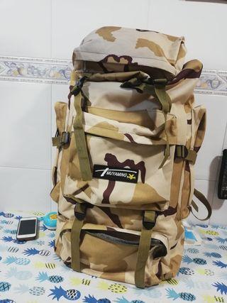 Mochila militar de senderismo sin usar