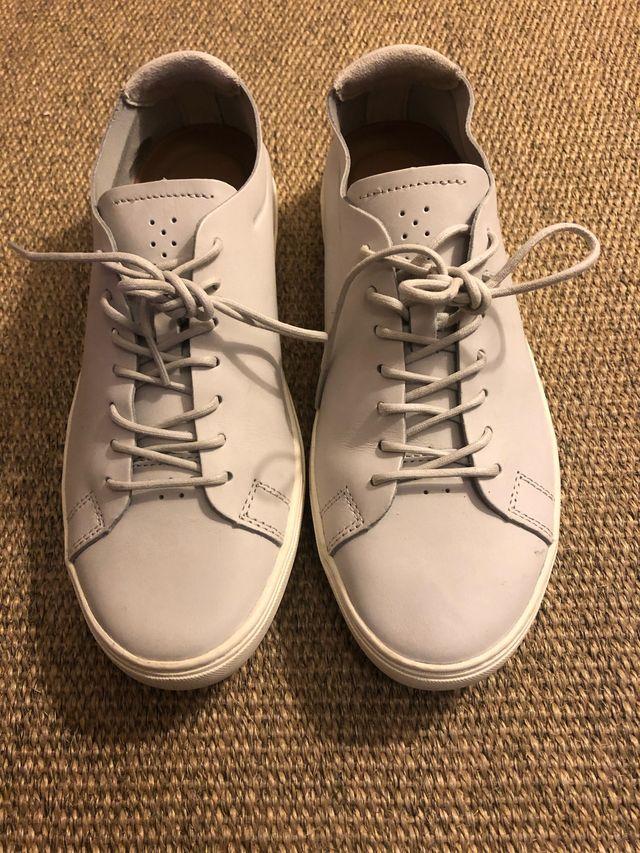 Zapatillas Lacoste en piel gris, talla 44