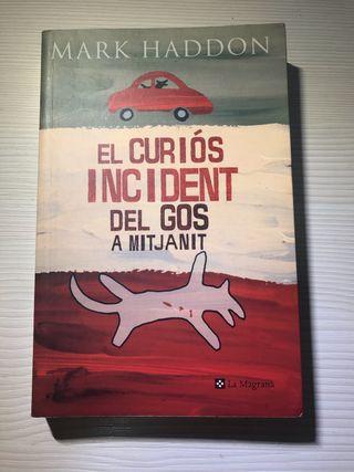 """""""El curiós incident del gos a mitjanit"""""""