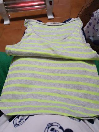 camiseta y chanclas a juego