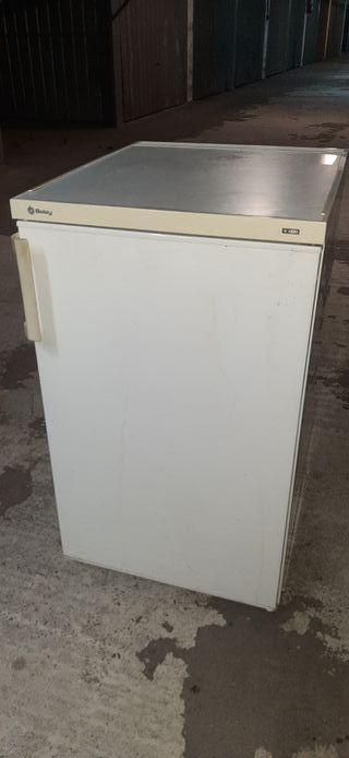 congelador vertical. balay