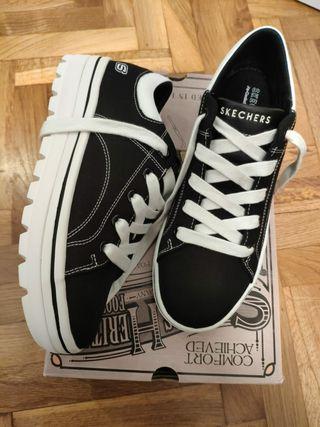 Zapatillas Skechers con plataforma nuevas