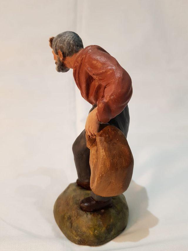 Figuras de belén o nacimiento. Pastor con saco