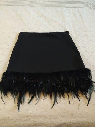 falda de licra con plumas sin estrenar
