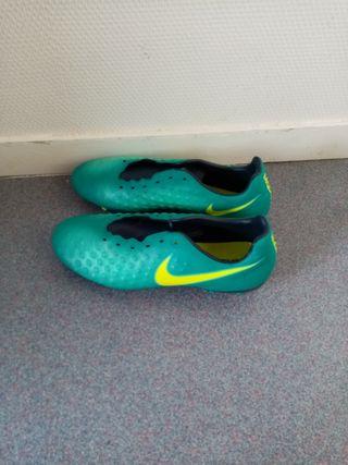 crampons Nike