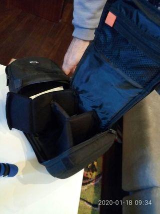 mochila y trípode pequeño de cámara de fotos
