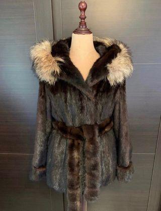 Abrigo visón y cuello de zorro