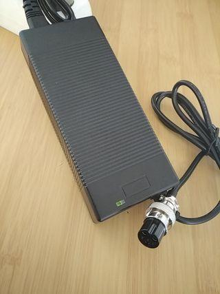 Cargador batería litio 48V (54,6V)