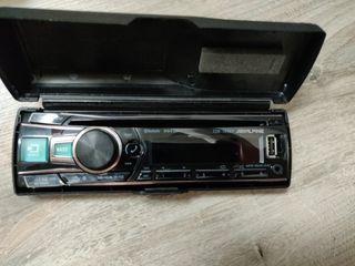 Caset de coche Alpine con CD/USB y Bluetooth.