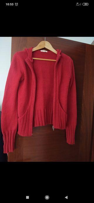chaqueta roja de punto