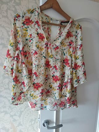 blusa floreada con mucha caida