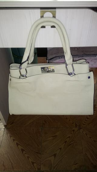 bolso color crema