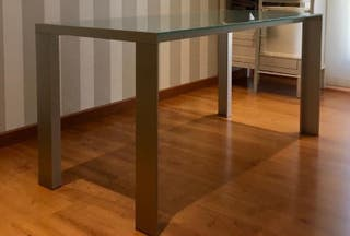 Mesa de cristal y aluminio