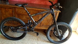 Bicicleta Downhill GT IT